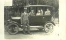 tak AT 1920 Dokter Frans Doeleman als trotse eigenaar van een auto